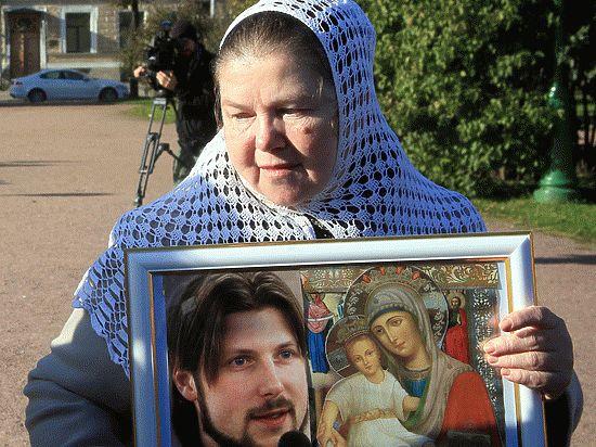 Мать обвиняемого впедофилии первосвященника скончалась в клинике