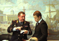 Как правоохранители наградили героя, спасшего петербурженку от насильника