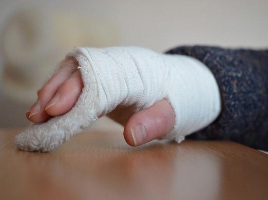 Коммунальщиков наказали за сломанную руку