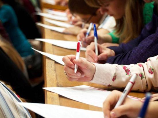 «Интересно, как напишут диктант не студенты, а рабочие»