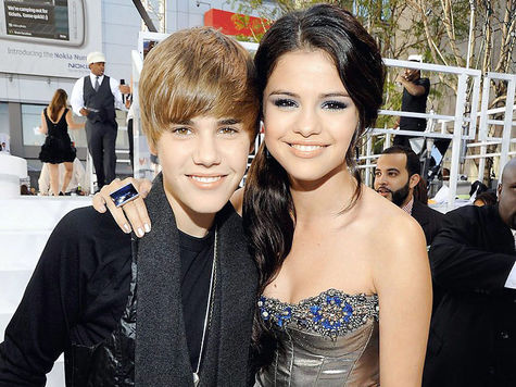 Selena Gomez Приежает В Россию