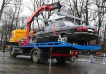 В Петербурге вновь эвакуировали авто с детьми в салоне