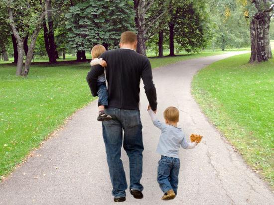 Не ходите дети с папами гулять